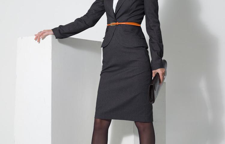 Як купити стильний жіночий діловий костюм: брючний, зі спідницею, на повних в інтернет магазині Ламода? Як вибрати і купити жіночий діловий піджак, жилет, кардиган, модне ділове сукню, блузку в Ламода?