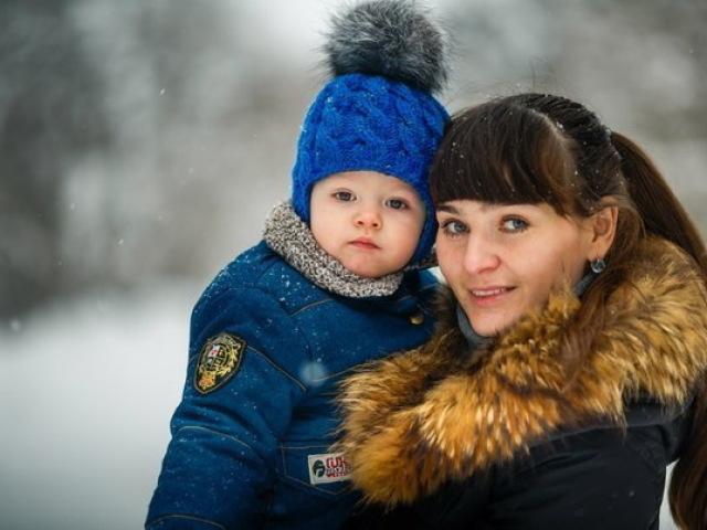 Шапка спицями для хлопчика на весну, осінь, зиму: опис і схема. Як зв'язати дитячу шапку для хлопчика спицями шолом, вушанку, міньйон, з шарфом?
