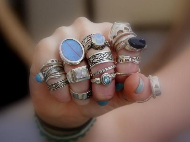 Як вибрати і купити срібні кільця і персні жіночі і чоловічі з камінням, діамантами на Алиэкспресс? Срібні кільця на Алиэкспресс весільні, з камінням, з золотом: каталог, ціна фото