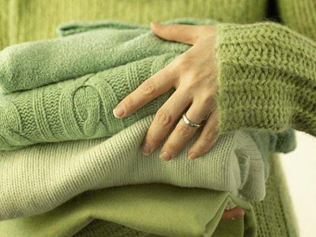 Колеться вовняний светр, кофта, плаття, пухову хустку: що робити, як усунути? Як прибрати колючість вовни? Чим випрати, пом'якшити шерсть, щоб вона не кололася?