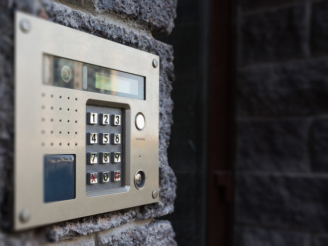 Як відкрити домофон без ключа? Способи та коди відкрити двері будь-якого під'їзду з домофоном без ключа