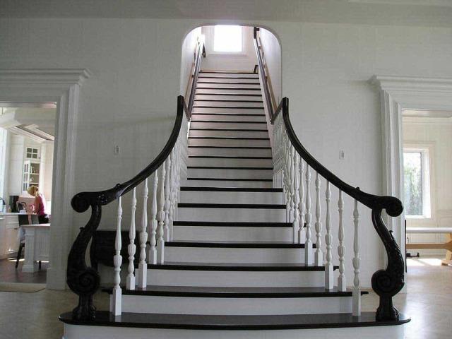 Народні прикмети про сходами: зустріч на сходах, впасти, взяти через сходи, сидіти навпроти сходів — роз'яснення найпопулярніших прийме