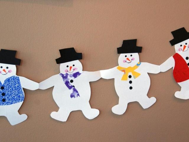 Сніговик на вікно з паперу для прикраси вікон до Нового року: роздрукувати і вирізати шаблони і трафарети для наклейки і малювання на вікнах, фото. Пустотливий, ажурний, кольоровий сніговик, Олаф з паперу: трафарети, шаблони, витинанки для новорічного офо