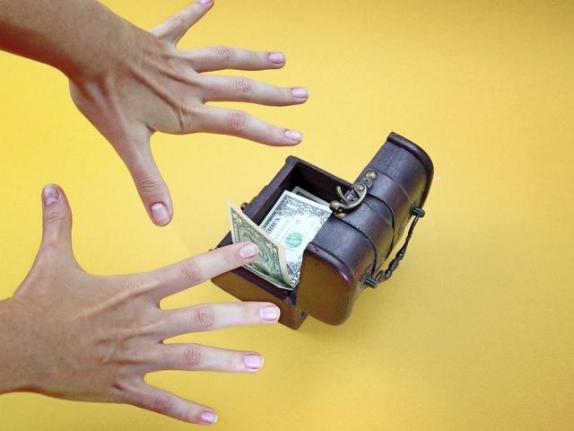Залучення грошей в домашніх умовах: замовляння, молитви, грошові обряди і ритуали, мантри, мудрі, талісмани