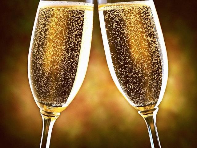 На які характеристики орієнтуються при виборі шампанського? Яке шампанське краще вибрати на День народження, Новий рік, весілля, свято, ювілей?