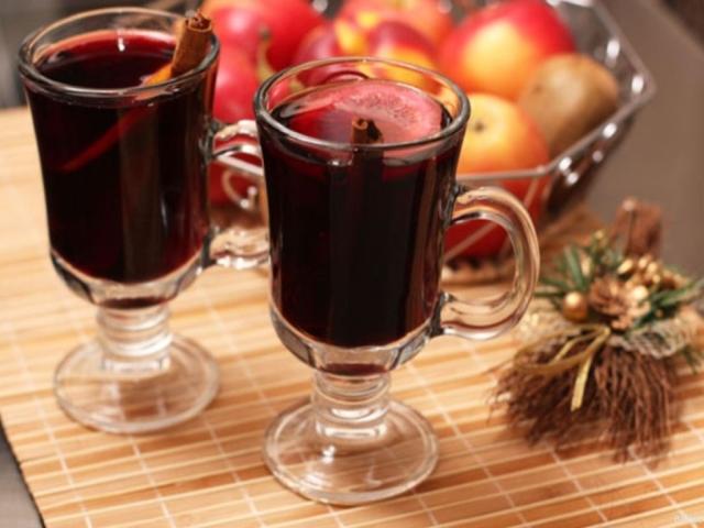 Безалкогольний глінтвейн до Різдва і Нового року — кращі рецепти приготування в домашніх умовах з соку і журавлинного морсу. Як приготувати смачний гарячий безалкогольний напій глінтвейн до свята?
