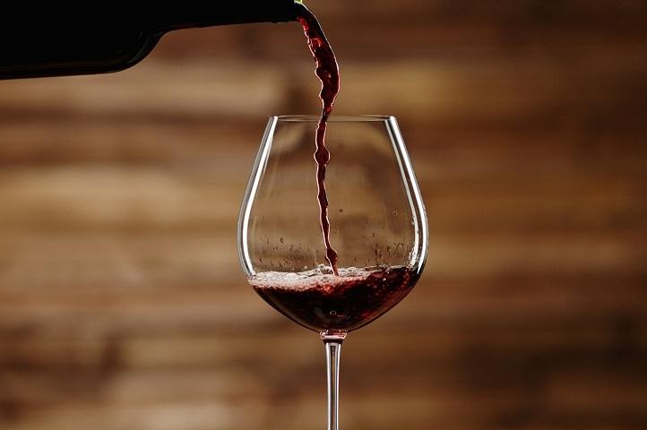 Як відрізнити натуральне вино від порошкового? Як перевірити якість вина, щоб відрізнити від підробки?
