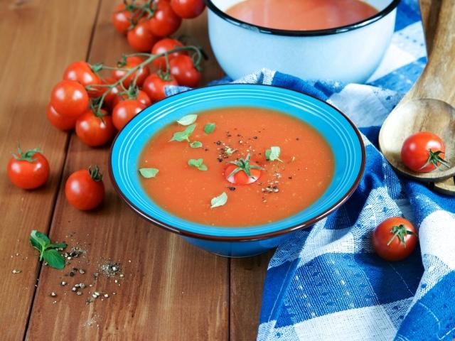Як приготувати холодний суп гаспачо з помідорами в домашніх умовах? Як традиційно подають суп гаспачо?