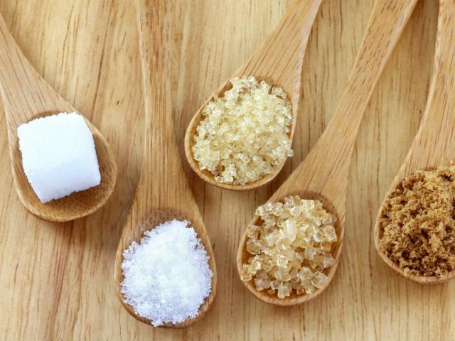 Тростинний цукор, коричневий і звичайний: у чому між ними різниця? Історія появи тростинного та бурякового цукру і тонкощі їх виробництва