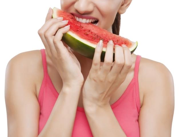 Скільки калорій, вуглеводів, білка, цукру в кавуні? Чи можна схуднути або набрати вагу від кавуна?