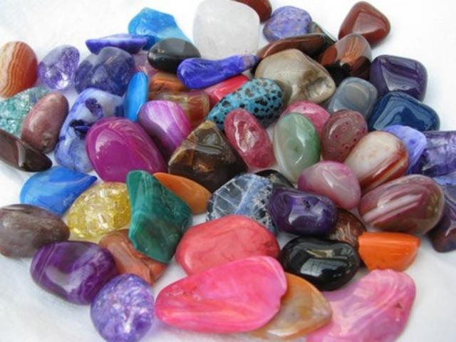 Які камені підходять жінкам згідно гороскопу та дату народження? Властивості каменів для жінок і їх вплив на здоров'я і долю за знаком зодіаку