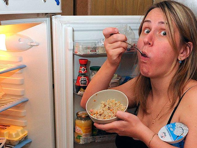 Обжерливість і переїдання вночі: ознаки, причини, наслідки. Що робити при переїданні на ніч, як позбутися від почуття голоду вночі?