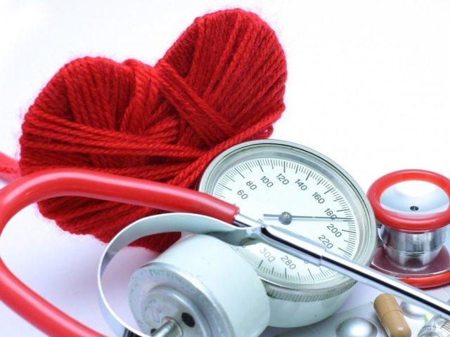 Систолічний артеріальний тиск: це нижнє або верхнє, яким воно повинно бути, що означає, якщо він знижений, підвищений, як лікувати?