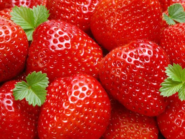 Чим відрізняється полуниця від Вікторії: порівняння. Що корисніше, краще, врожайніший, ароматні, смачніше: Вікторія або полуниця? Як виглядає Вікторія і полуниця: фото
