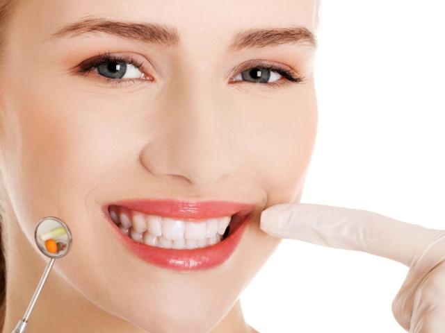 Не зупиняється довго кров з рани після видалення зуба: причини. Скільки кровоточать ясна після видалення корінного зуба, як зупинити кровотеча після видалення зуба? Після видалення зуба: що можна і що не можна робити?