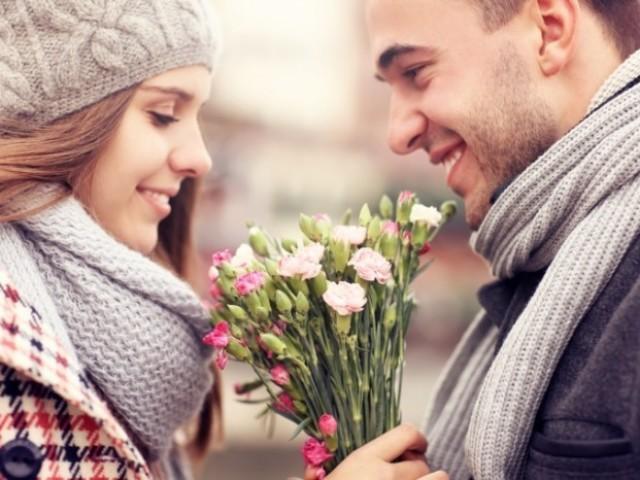 Як визначити закоханого хлопця, чоловіка: 20 вірних ознак закоханості і симпатії, поради та підказки. Як зрозуміти, кого хлопець любить: мене чи іншу? Чоловік, хлопець дуже часто, постійно говорить, що любить мене: як перевірити?