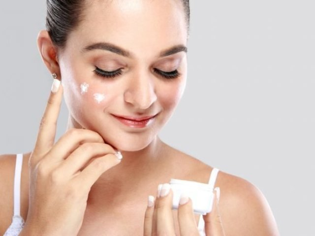 Який крем для обличчя краще підходить після 30 років: поради косметолога, склад, рейтинг, назва фірм і кремів