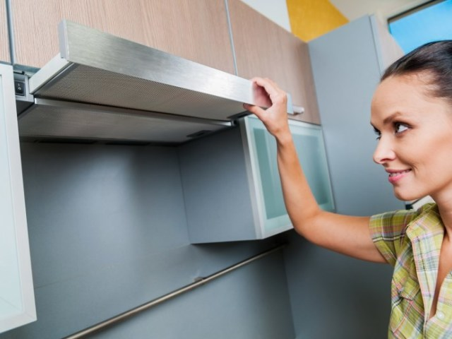Як почистити витяжку, ґрати, фільтр, сітку від жиру на кухні, у ванній, туалеті миючими і народними засобами в домашніх умовах? Чим краще відмити жир з витяжки: засоби для чищення витяжки від жиру