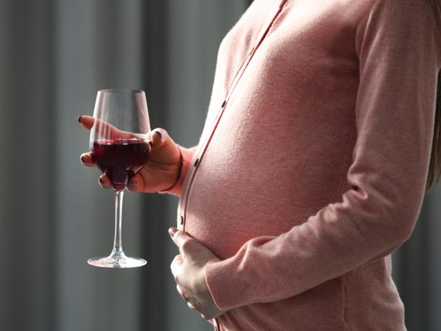 Чи можна вагітним вино або шампанське? Келих вина або шампанського при вагітності: чи шкідливо це?