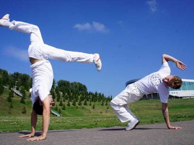 Що таке капоейра? Бразильський бойовий танець капоейра в Росії для чоловіків, жінок і дітей: вправи для початківців в домашніх умовах