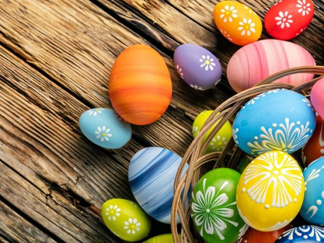 Коли, в який день фарбують яйця на Великдень?