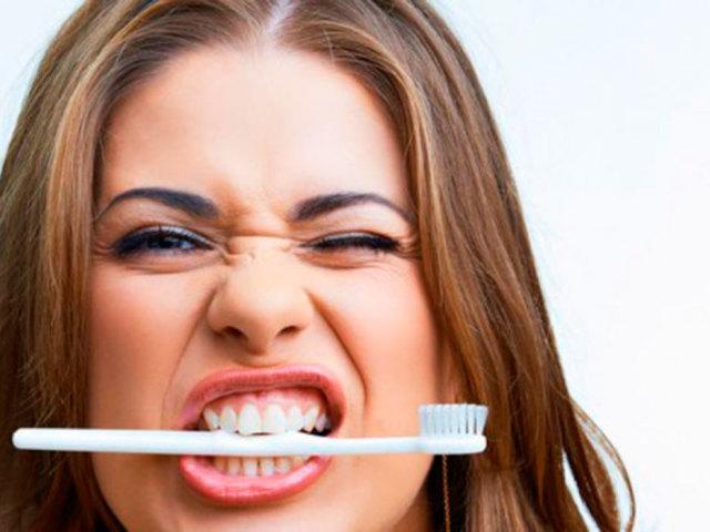 Сонник — до чого сниться уві сні чистити зуби собі своєю зубною щіткою і пастою, з кров'ю, чужий, брудної щіткою, іншій людині, дитині, зі знайомим чоловіком, чистка зубів у стоматолога: значення і тлумачення сну