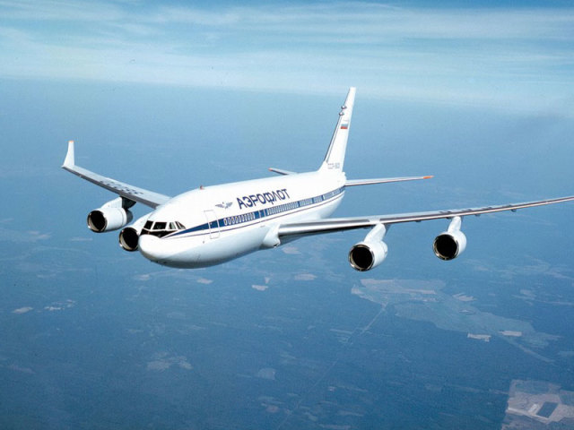 Сонник — бачити в сні літак: значення сну. До чого сниться літак на землі, у небі, падаючий, що розбився, жінці, летіти на літаку, спізнитися на літак: тлумачення сну