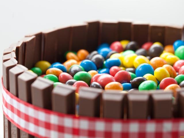 Як зробити оригінальний торт з цукерок і соку? Як зробити торт з цукерок для хлопчика, дівчата, чоловіки та жінки