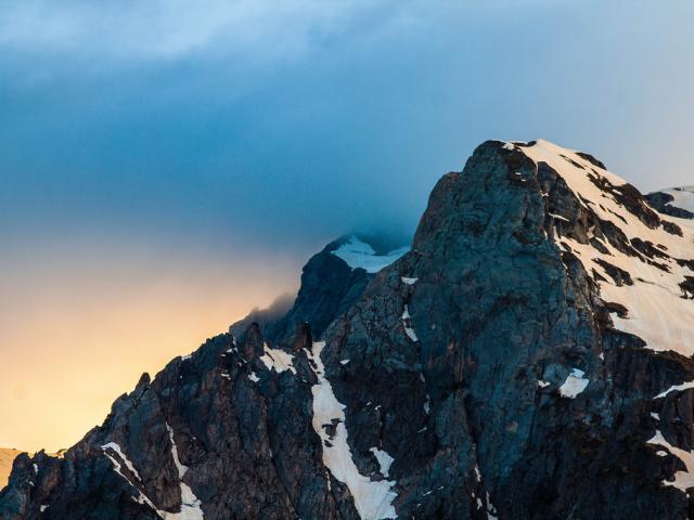 Сонник – бачити в сні гори. До чого сниться підніматися, спускатися, їхати, падати, котитися з гори високою, красивою, з піску, великий, сніговій, жінці: тлумачення сну