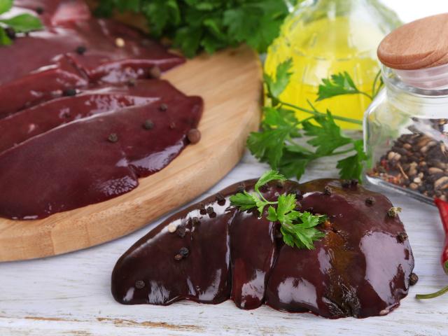 Як і скільки правильно варити печінку яловичу, свинячу, індички, курячу до готовності? Скільки варити печінку для салату, паштету і пиріжків?