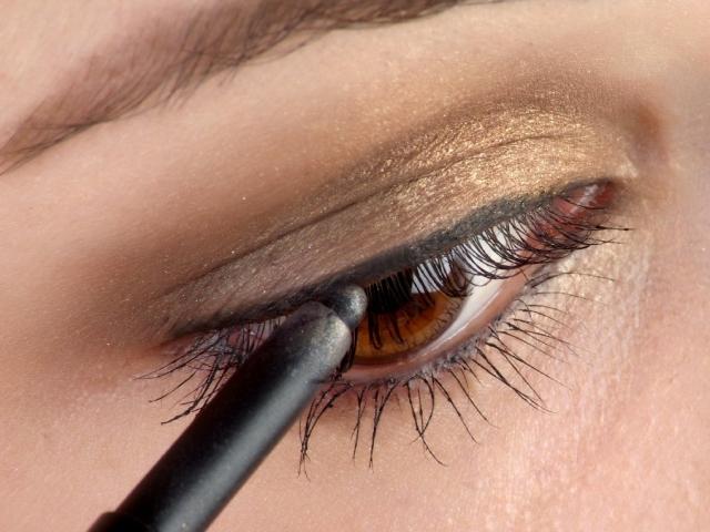 Чим краще підводити очі олівцем або підводкою? Яка підводка для очей найкраща: рейтинг кращих підводок для очей, відгуки. Як купити хорошу брендовий підводку для очей в інтернет магазині Алиэкспресс: огляд, посилання на бренди