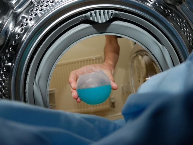 Як випрати подушку з пера в домашніх умовах: способи. Прання пір'яної подушки в пральній машині, вручну: інструкція, поради, рекомендації