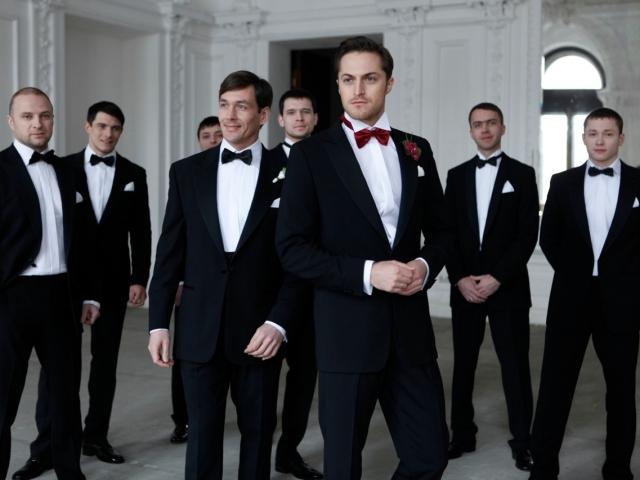 Як стильно одягнутися на весілля чоловікові гостю: дрес-код для чоловіків на весілля. Що краще одягнути на весілля чоловікові влітку?