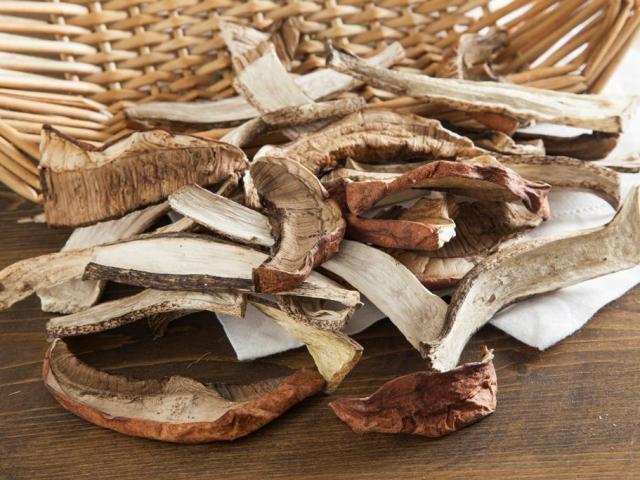 Як правильно сушити гриби маслюки в духовці, мікрохвильовій печі, на нитці на сонці в домашніх умовах?