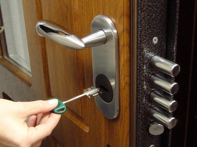 Як і чим утеплити металеві вхідні двері? Утеплення металевих вхідних дверей своїми руками: ідеї, способи, поради
