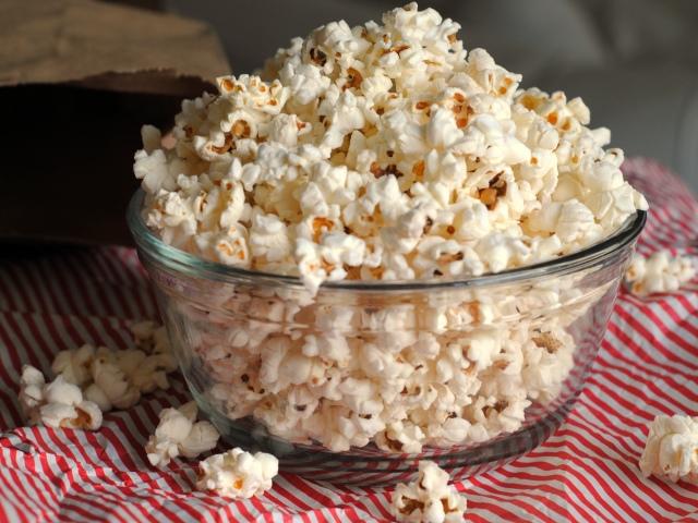 Як зробити солоний, солодкий карамельний попкорн в домашніх умовах: кращі рецепти. Як приготувати попкорн зі свіжої кукурудзи в духовці, мікрохвильовій печі, сковороді, мультиварці: особливості приготування, поради