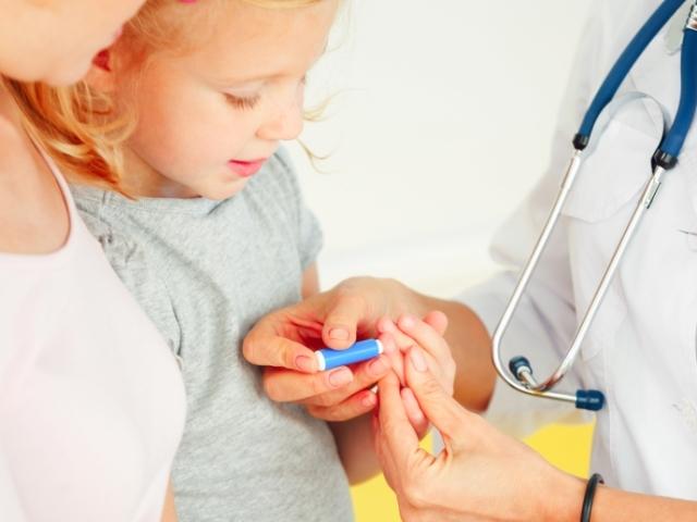 Контроль рівня моноцитів у дітей, розшифровка аналізу крові, причини і симптоми підвищених моноцитів у дитини