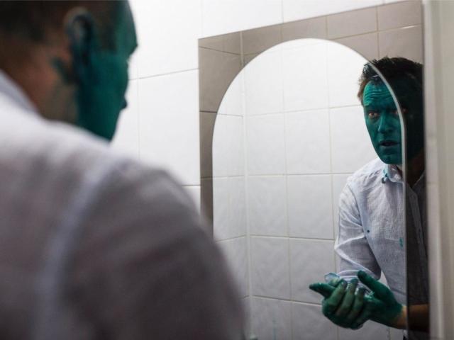 Зеленка діамантова: застосування в побуті для очищення води в басейні, фарбування, тканини, волосся, яєць на Великдень, обробки ран тварин