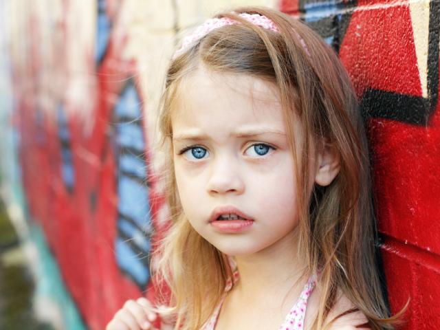 Синці під очима у дитини: причини, що робити? Чому у дитини бліда шкіра і червоні, чорні, фіолетові синці та мішки під очима?