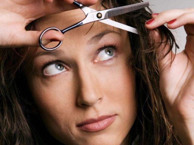 Як правильно філірувати чубок філірувальними і простими ножицями, бритвою собі самій домашніх умовах: способи, поради. Як профілювати, прорідити пряму, косу, подовжену чубок в домашніх умовах самостійно: інструкція