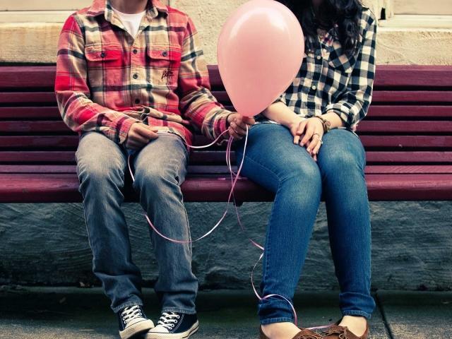 Як дізнатися: подобаєшся ти дівчині, дівчині, жінці — ознаки. Яке питання можна поставити дівчині, дівчині, жінці, щоб дізнатися: чи подобаюся я їй?