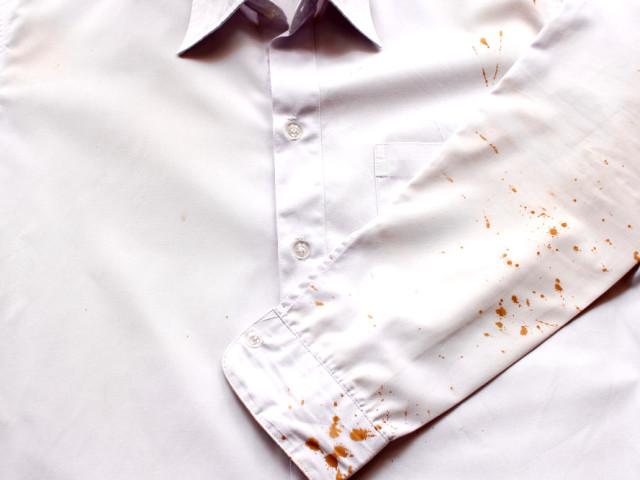 Як і чим відіпрати, вивести старі плями крові і свіжу кров з білого та кольорового одягу, тканини, матраци, дивани, простирадла, килима: способи, народні рецепти, поради, рекомендації. Хімічні засоби від плям старої крові: назви, інструкція застосування