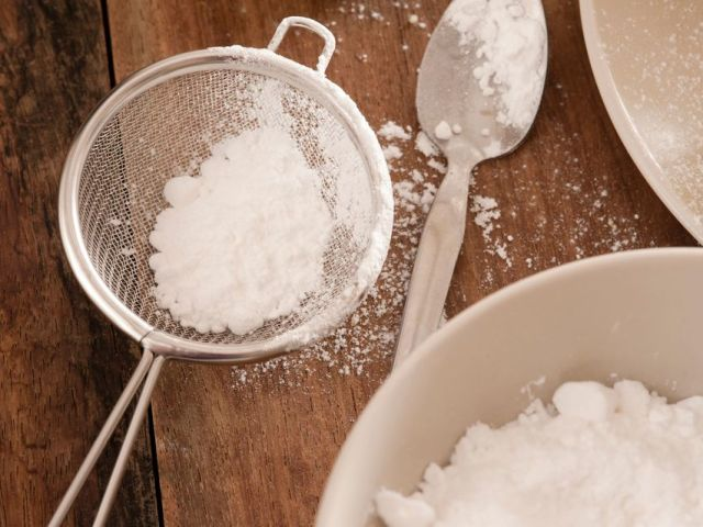 Скільки грамів цукрової пудри в одному гранчастій 250 мл склянці і склянці 200 мл? Скільки чайних і столових ложок цукрової пудри в склянці? Скільки грамів цукрової пудри в одній їдальні та чайній ложці?