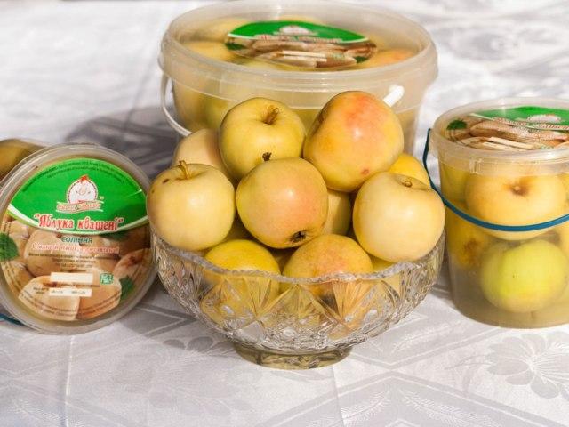 Як мочити яблука в домашніх умовах в банках, пластиковій бочці, відрі: найкращі рецепти на зиму. Які яблука, сорти яблук можна мочити на зиму: список, назви. Як правильно і смачно замочити яблука на зиму з гірчицею, капустою, гарбузом, житнім борошном?