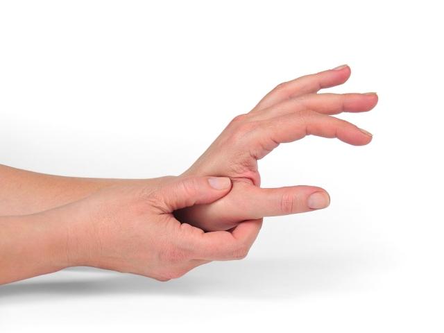 Болить суглоб великого пальця на руці: причини, лікування. Що робити, якщо болить суглоб великого пальця на руці?