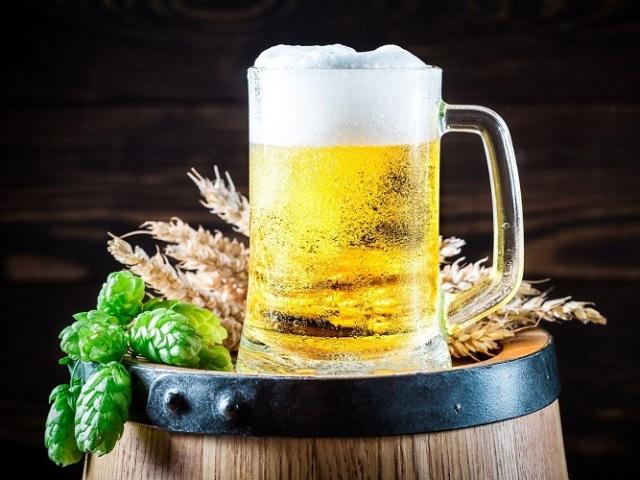 Алкогольне і безалкогольне пиво: яка між ними різниця, допустима добова доза, які можуть бути наслідки надмірного вживання? Корисно чи шкідливо пити алкогольне і безалкогольне пиво кожен день жінкам, підліткам, чоловікам?