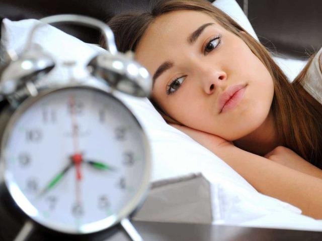 Часто прокидаюся і встаю вночі: причини. Що робити при частих пробудженнях і поганому сні, до якого лікаря звертатися? Причини частих пробуджень у дітей, і як з цим боротися?