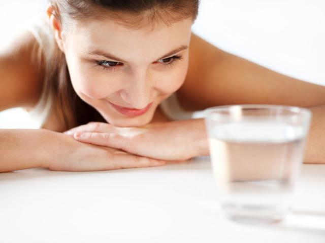 Чи можна пити воду перед здачею загального аналізу крові з вени, на цукор, гормони, біохімію? Чи можна пити воду перед УЗД черевної порожнини, нирок, печінки, ФГДС, ФГС, ЕГДС шлунка, колоноскопією вранці?