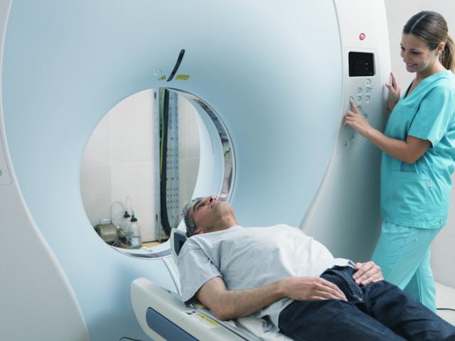 Що краще, інформативніше, ефективніше, точніше, безпечніше — діагностика УЗД або МРТ: порівняння. Чим відрізняється УЗД від МРТ, в чому їх відмінність? Як часто і за скільки можна робити після УЗД МРТ? Можна МРТ замінити на УЗД?