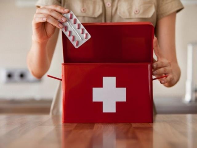 Що повинно бути в домашній аптечці для дорослих і дітей: список необхідних ліків, препаратів, таблеток, лікарських трав. Який мінімум повинен бути в домашній аптечці обов'язково, і який перелік потрібних ліків необхідний для хорошої аптечки?